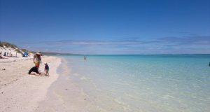 Kristallklares Wasser an der Coral Bay in Cape Range