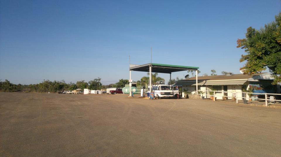 Tanken im Outback Australiens